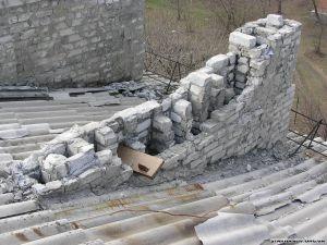 разрушенные вентиляционные шахты жилого дома