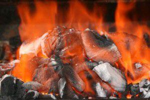 Горение каменного угля превращает в тепло накопленную в нем энергию)