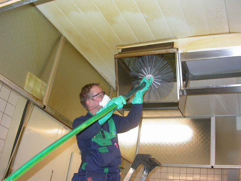 Чем почистить вентиляцию своими руками в квартире