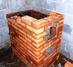 Если вмонтировать в печь водяной теплообменник для отопления, во всем доме станет гораздо теплее