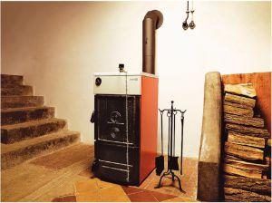 Пиролизный котел служит генератором тепла в домашней системе отопления