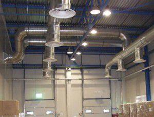 Через систему воздуховодов тепло разносится по территории производственного цеха