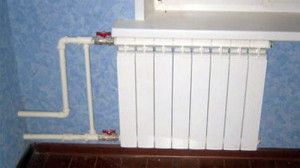 Во время установки радиатора нужно контролировать угол его уклона