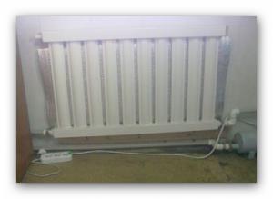 Установленный электрический вакуумный радиатор