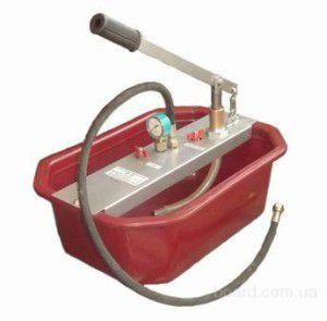 Заливать жидкий герметик в систему отопления можно, в том числе, и с помощью ручного насоса для опрессовки