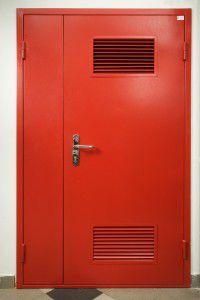 дверь в техническое помещение с вентиляционной решеткой
