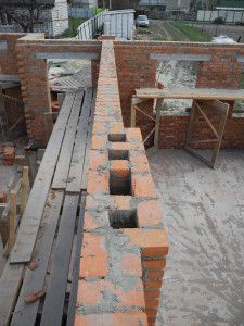 кирпичная вентиляционная шахта для обслуживания двух помещений