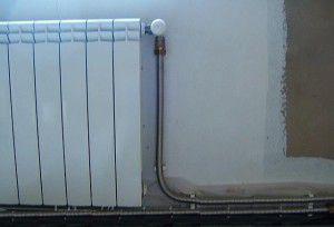 Подключение радиатора к системе отопления с помощью гофрированной трубы
