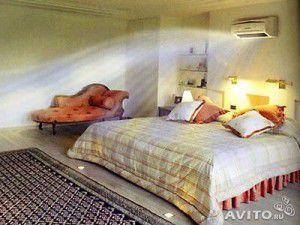 внутренний блок в спальне над кроватью