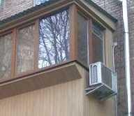кондиционер на боковой стороне балкона