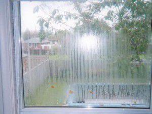 плачущие окна - признак неработающей вентиляции