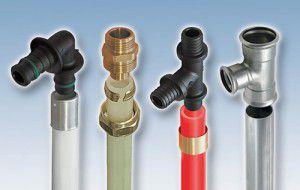 трубы из разных материалов с крепежом