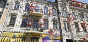 Обезображенные фасады исторических зданий