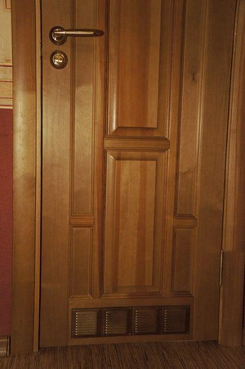 dver-oborudovannaya-spetsialnym-pritochn