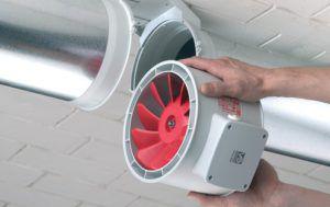 Вентилятор, предназначенный для монтажа в зону стыка труб