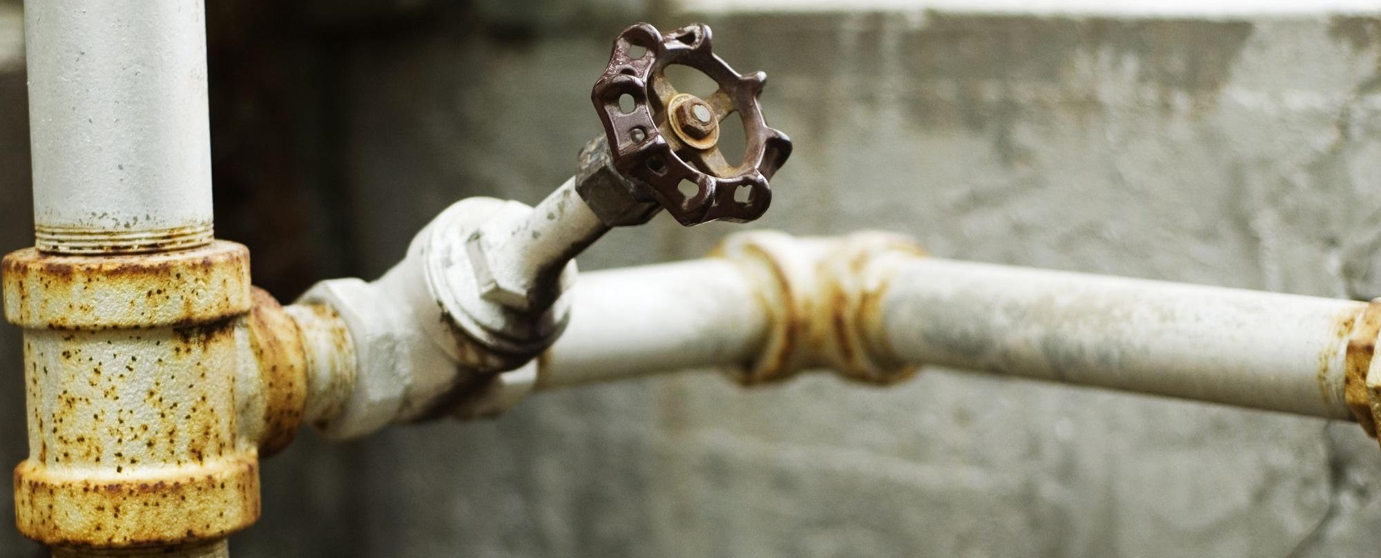 Замена труб водоснабжения в квартире за чей счет