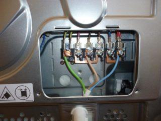 Безопасное подключение электроплиты требует подбора целого ряда дополнительного оборудования - автоматов, проводки и т.д.