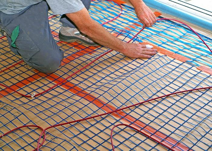Закрепление кабеля на сетке