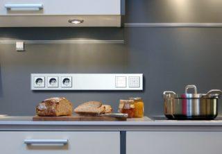 Установка розеток на кухонном фартуке