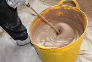 Месить глину