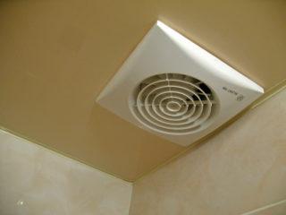 Установка вентиляции в натяжном потолке
